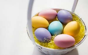 easter-basket-with-eggs_